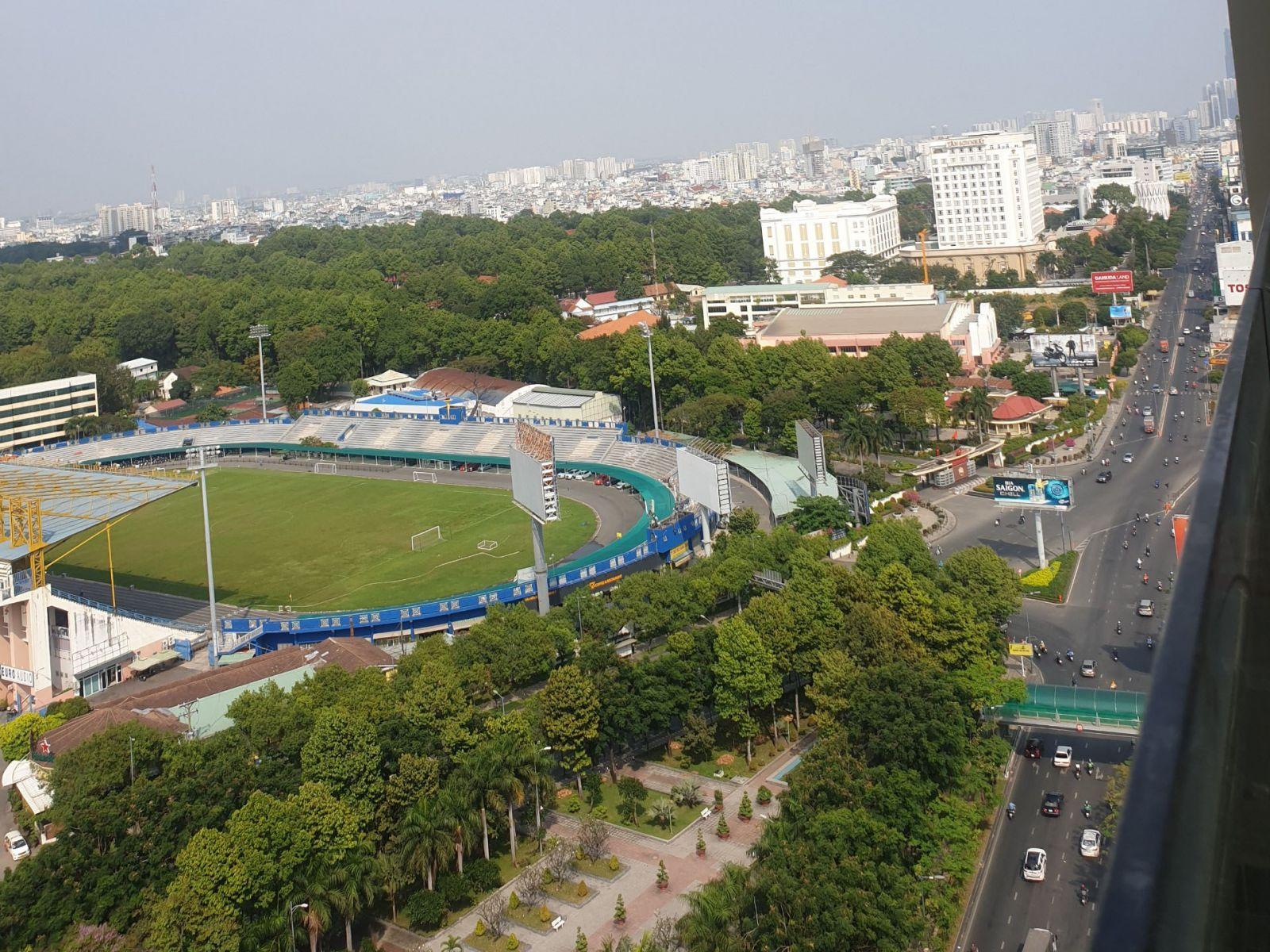 view nhìn từ căn hộ Park Legend xuống đường Hoàng Văn Thụ
